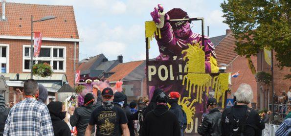 Amok-Buurtschap Notelaar_Bloemencorso Loenhout 2017 (3)