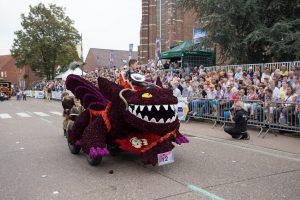de-drakenrijders-van-berk_de-terbeekskes_bloemencorso-loenhout-2016